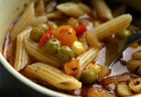 Zupa jarzynowa z bezhlutenowym makaronem